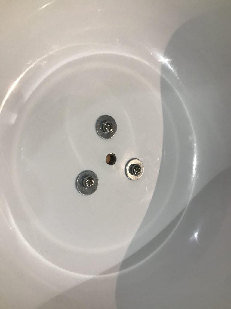 100均の洗面器に100均のボルトとワッシャーを取り付けます